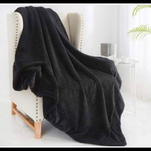 "Dakotah luxury plush black throw blanket. 58""x50"""